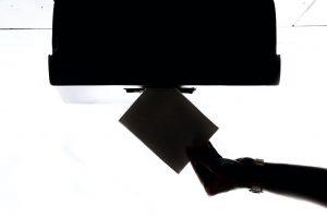 Urna de votación invertida